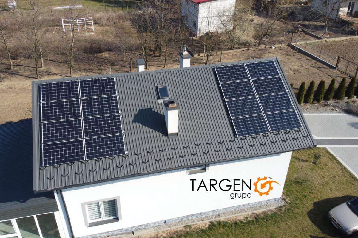Instalacja fotowoltaiczna 4,88kWp, Moduły: 14 x LONGi 305Wp, Falownik: SolarEdge SE4K